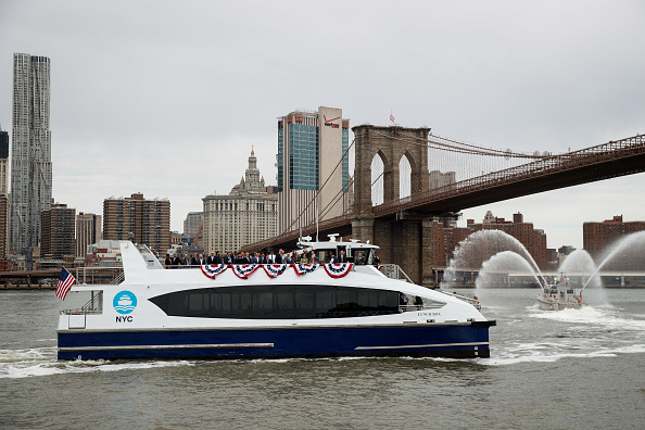 Ferry「New York Mayor Bill De Blasio Rides New Citywide NYC Ferry」:写真・画像(6)[壁紙.com]