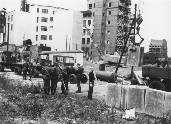 Construction Industry「Berlin Wall」:写真・画像(0)[壁紙.com]