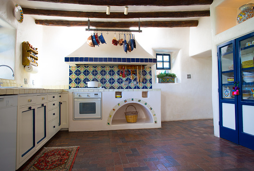 Mexican Culture「Rustic Southwest USA Kitchen: Brick Floor, Beams, Oven, Counters」:スマホ壁紙(2)