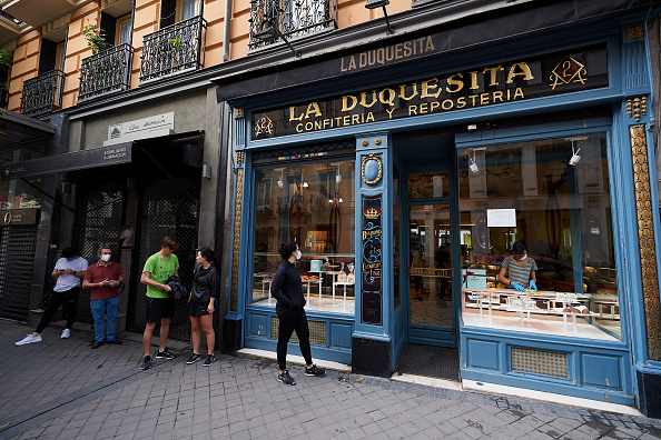 Madrid「Spain Allows Some Businesses To Reopen As It Eases Coronavirus Lockdown」:写真・画像(4)[壁紙.com]