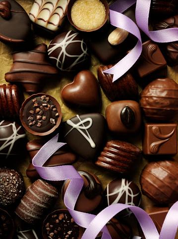 チョコレート「パープルのリボンとチョコレート」:スマホ壁紙(18)