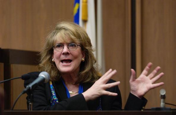 Jodi Hilton「Closing Arguements Made in Paul Shanley Child Abuse Trial」:写真・画像(7)[壁紙.com]