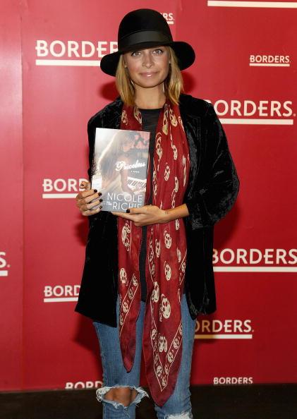 "Alexander McQueen - Designer Label「Nicole Richie Signs Copies Of ""Priceless"" - September 28, 2010」:写真・画像(16)[壁紙.com]"