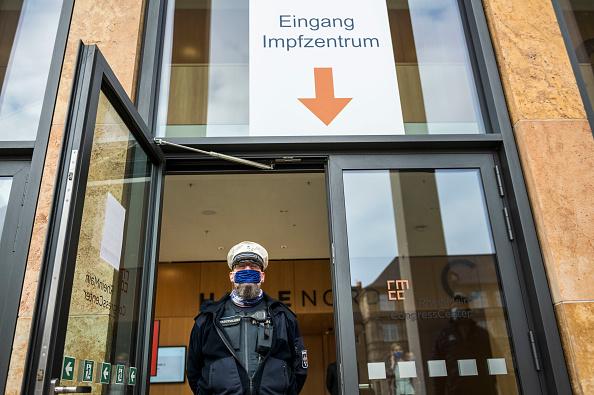 Wiesbaden「Vaccine Centers Under Construction Across Germany」:写真・画像(16)[壁紙.com]