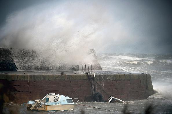 波「Stormy Weather To Hit The UK」:写真・画像(16)[壁紙.com]