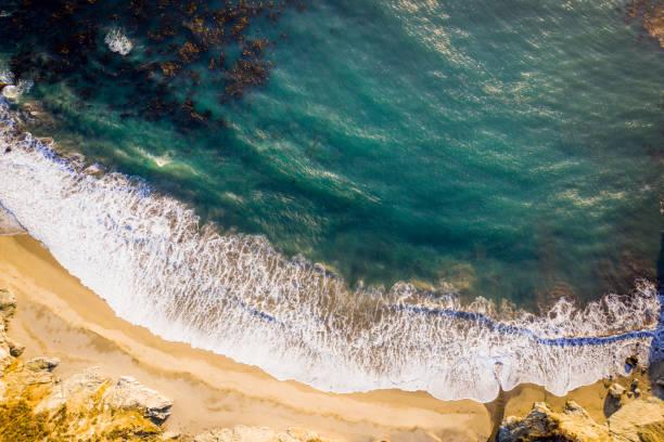 Waves Crashing on the Shore:スマホ壁紙(壁紙.com)