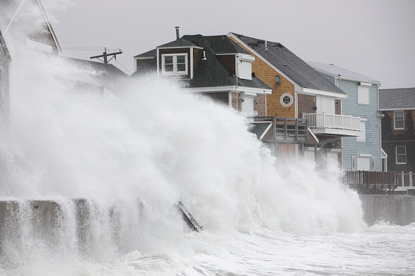 Water「Large Coastal Storm Brings High Waters And Strong Winds To Northeastern Seaboad」:写真・画像(6)[壁紙.com]