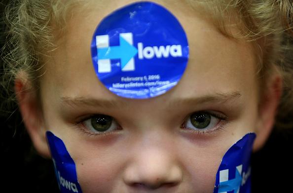 アメリカ合州国「Democratic Presidential Candidate Hillary Clinton Campaigns Throughout Iowa Ahead Of State's Caucus」:写真・画像(8)[壁紙.com]