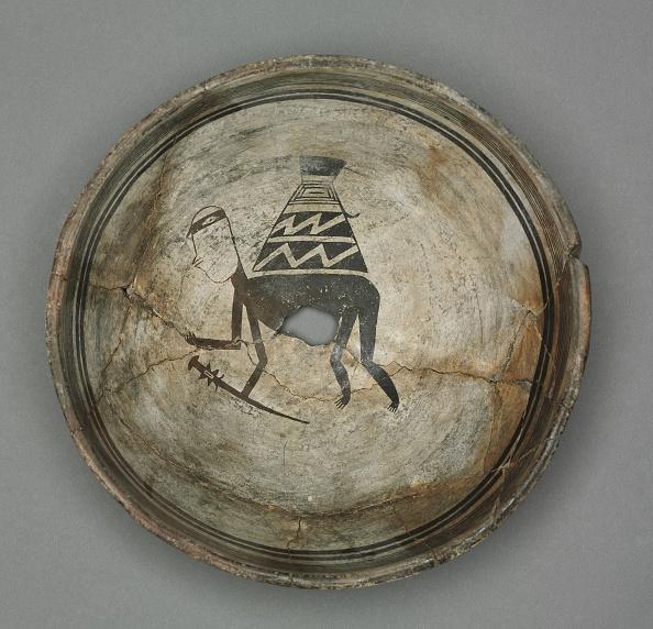 Earthenware「Bowl With Burden-Bearing Human」:写真・画像(11)[壁紙.com]