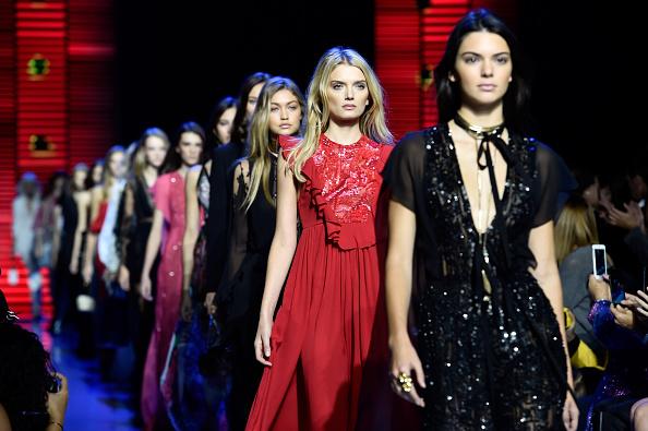 Lily Donaldson「Elie Saab : Runway - Paris Fashion Week Womenswear Spring/Summer 2016」:写真・画像(15)[壁紙.com]
