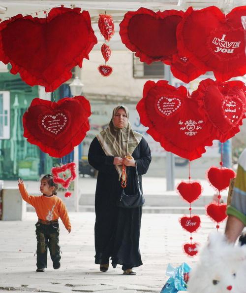 バレンタイン「Iraqis Celebrate St. Valentine's Day in Baghdad」:写真・画像(13)[壁紙.com]