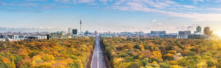 Antenna - Aerial「wide Berlin skyline over autumn colored  Tiergarten」:スマホ壁紙(17)