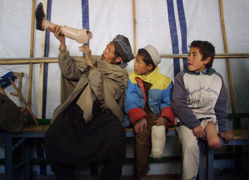 Persons with Disabilities「ICRC Orthopedic Center In Kabul」:写真・画像(17)[壁紙.com]