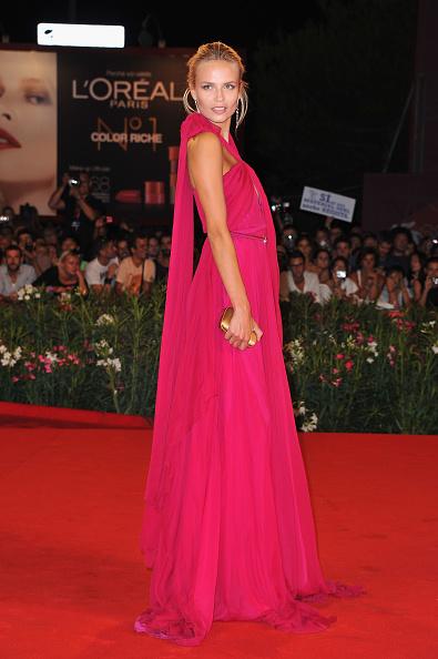 """Halter Top「""""W.E."""" Premiere - 68th Venice Film Festival」:写真・画像(7)[壁紙.com]"""