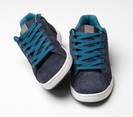 Teenager「Blue Sneakers (XXXL)」:スマホ壁紙(1)