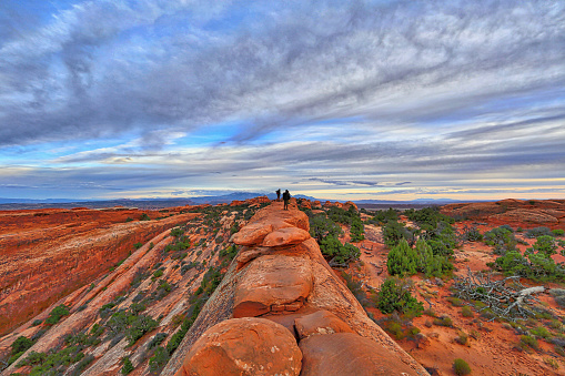 Obscured Face「Arches National Park Double O Arch Hiking Trail」:スマホ壁紙(9)