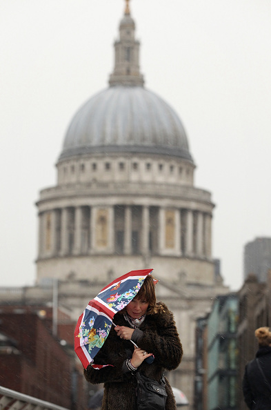 Pouring「Wind And Rain Hit The UK」:写真・画像(8)[壁紙.com]