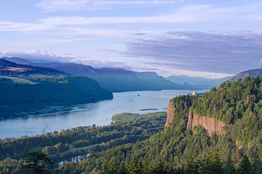 Crown Point「Vista House and Columbia River Gorge」:スマホ壁紙(12)