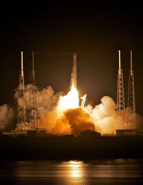 Roberto Gonzalez「SpaceX Rocket To Become The First Non-Governmental Vehicle To Reach Int'l Space Station」:写真・画像(10)[壁紙.com]