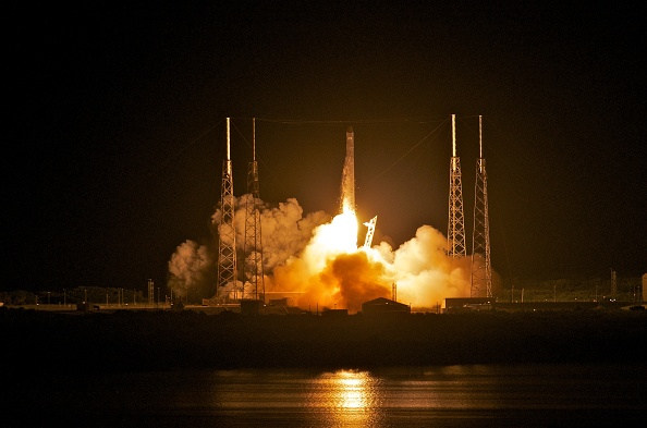 Roberto Gonzalez「SpaceX Rocket To Become The First Non-Governmental Vehicle To Reach Int'l Space Station」:写真・画像(0)[壁紙.com]
