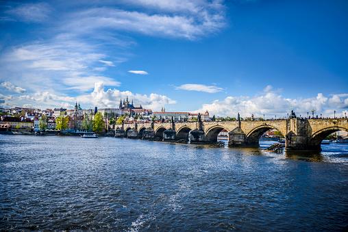 Hradcany「Sunny View Of Charles Bridge」:スマホ壁紙(6)