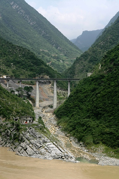Finance and Economy「Building the new railway between Chongqing and Huaihua in China. August 2005.」:写真・画像(18)[壁紙.com]