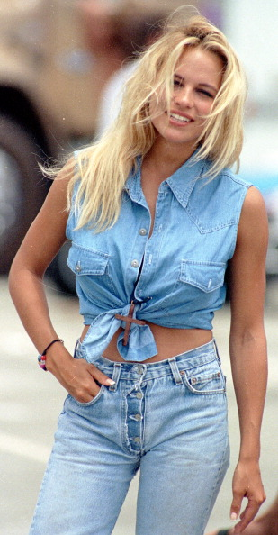 Double Denim「Pamela Anderson」:写真・画像(1)[壁紙.com]