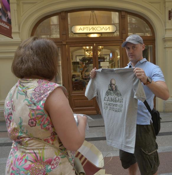 Wojtek Laski「Brisk Trade In Putin T-Shirts」:写真・画像(6)[壁紙.com]