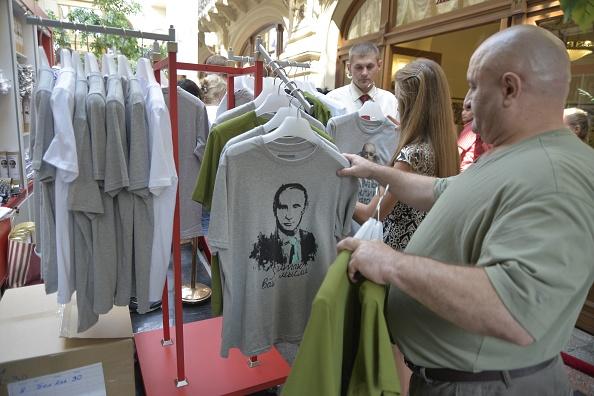 Shirt「Brisk Trade In Putin T-Shirts」:写真・画像(0)[壁紙.com]