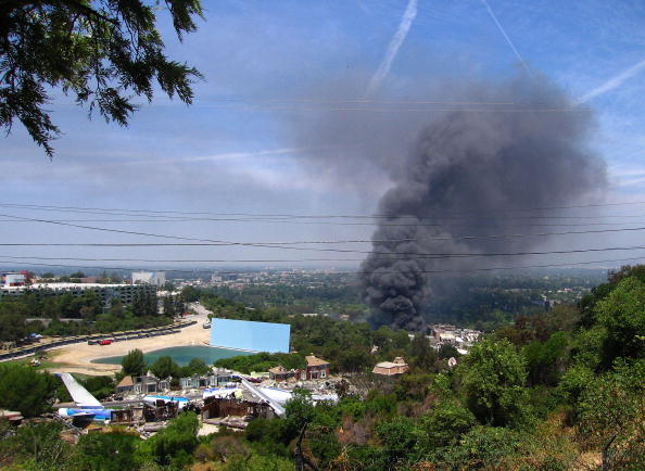 2008「Fires Continue To Burn At Universal Studios」:写真・画像(0)[壁紙.com]