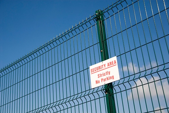 Security System「Security area sign on fence」:写真・画像(18)[壁紙.com]