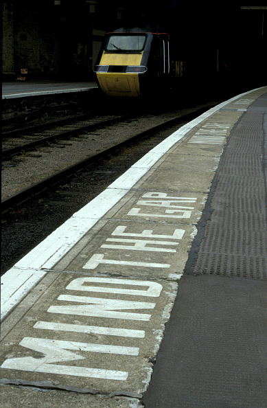 Finance and Economy「Warning to Mind the Gap on the platform at Kings Cross station in London. May 2001.」:写真・画像(12)[壁紙.com]