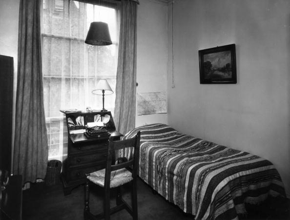 Desk Lamp「Study Bedroom」:写真・画像(15)[壁紙.com]