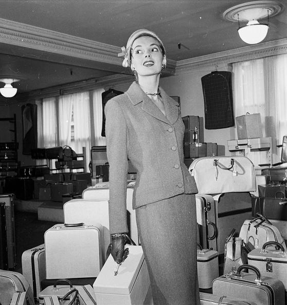 Suitcase「Travelling Heavy」:写真・画像(12)[壁紙.com]
