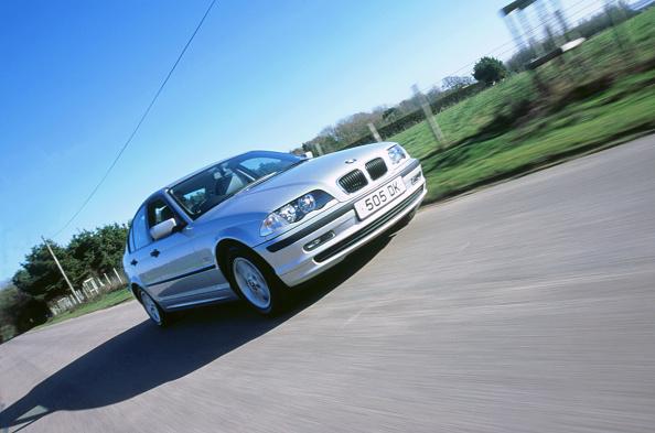 Country Road「2000 BMW 318i」:写真・画像(9)[壁紙.com]