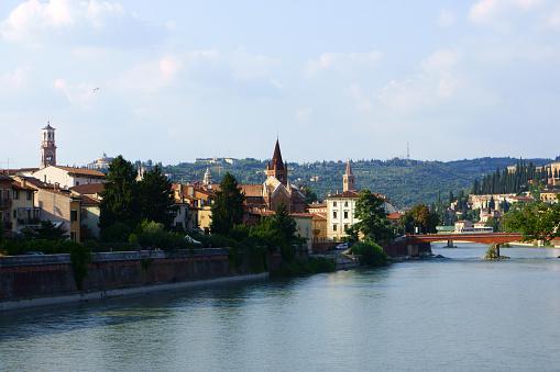 アディジェ川「Edige river at Verona, Italy」:スマホ壁紙(13)