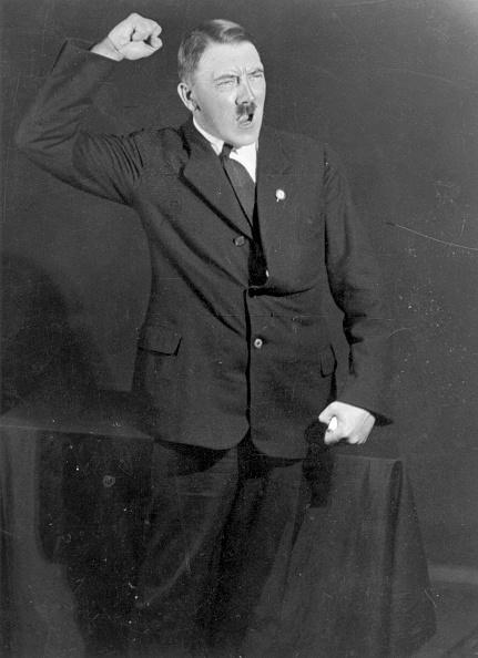 Portrait「Hitler Speaks」:写真・画像(4)[壁紙.com]