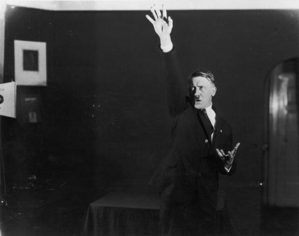 Speech「Hitler Salutes」:写真・画像(7)[壁紙.com]