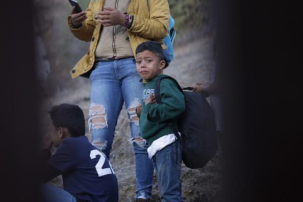 Fence「Immigrant Caravan Members Continue To Gather At U.S.-Mexico Border」:写真・画像(19)[壁紙.com]