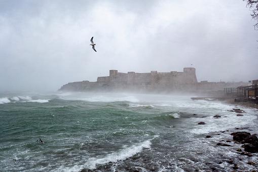 Snowdrift「Castle in snow storm near the sea」:スマホ壁紙(15)
