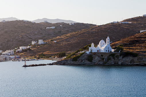 Aegean Sea「Port and white church on a cliff at the waters edge」:スマホ壁紙(17)