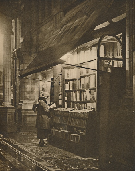 Bookstore「Wet Winter Evening And A Book Lover In Bloomsbury」:写真・画像(16)[壁紙.com]