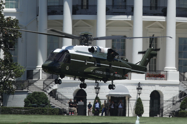 Replacement「The New Presidential Helicopter Marine One Takes Off From White House」:写真・画像(11)[壁紙.com]