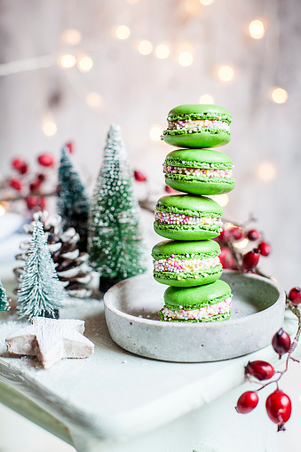 Hawthorn「Stack of green macaroons and Christmas decorations」:スマホ壁紙(11)