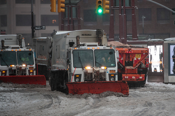 Drew Angerer「Major Blizzard Hammers East Coast With High Winds And Heavy Snow」:写真・画像(2)[壁紙.com]