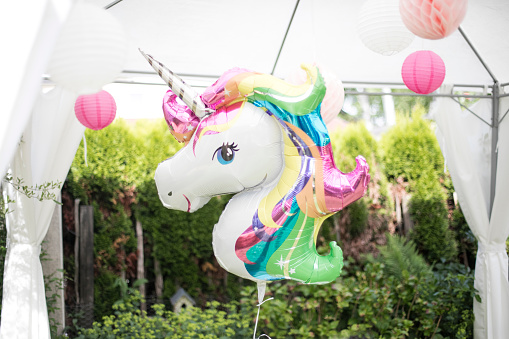 Girly「Decoration with unicorn balloon and lampions in a garden」:スマホ壁紙(2)