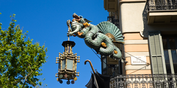 Dragon「Dragon and Umbrella Sign, Las Ramblas, Barcelona, Spain」:スマホ壁紙(3)