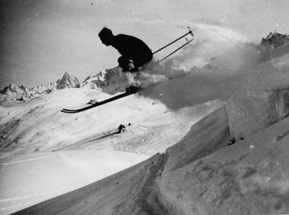 Snow「Start of the winter season in Hungary. Photograph. around 1935.」:写真・画像(19)[壁紙.com]
