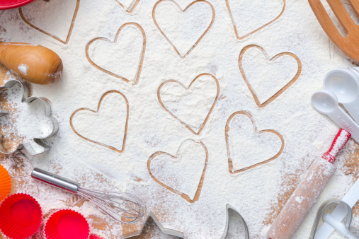Pastry Cutter「Hearts drawn in flour on wooden table top」:スマホ壁紙(13)