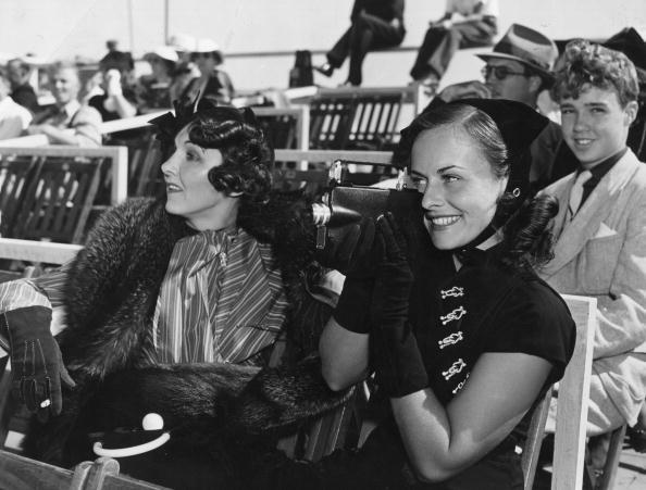 スキーストック「Paulette Goddard」:写真・画像(5)[壁紙.com]